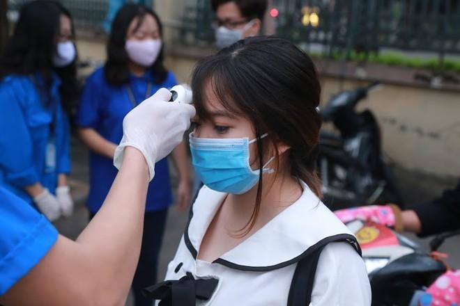 Tại Hà Nội, học sinh phổ thông vẫn nghỉ học và chờ thông báo tiếp vào chiều nay 6/3