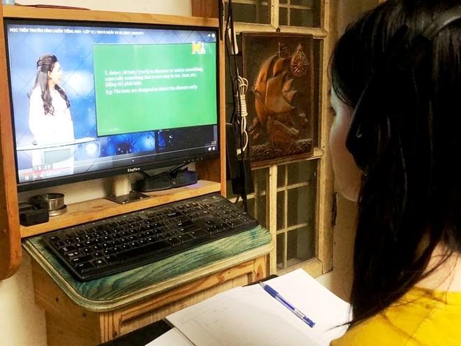 Hà Nội và nhiều địa phương đang phải kéo dài đợt nghỉ học vì Covid nên việc học trực tuyến và qua truyền hình cần sớm được triển khai chính thức, đồng bộ