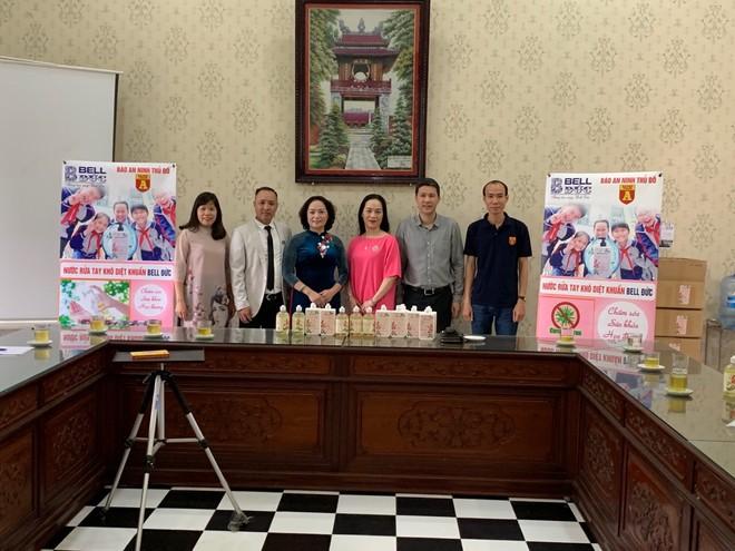Trường THPT Chu Văn An khẳng định nước rửa tay diệt khuẩn rất cần thiết với thầy trò nhà trường giai đoạn này.
