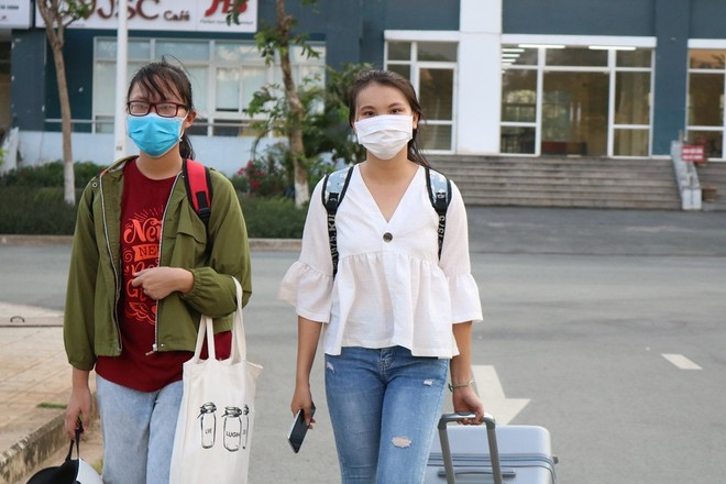 Sinh viên ĐHQG TP HCM đang chuyển khỏi ký túc xá nhường chỗ cho người cần cách ly từ vùng dịch Covid-19