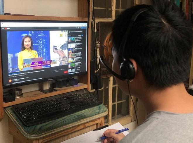 Bộ GD-ĐT gấp rút xây dựng quy định để đảm bảo chất lượng bài giảng online và trên truyền hình