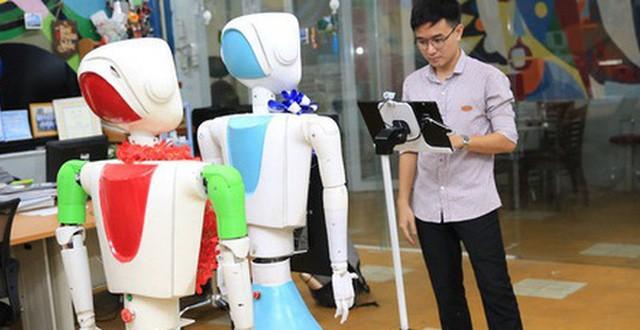 Robot y tế đa năng của sinh viên ĐH Sư phạm Kỹ thuật TP HCM đang thử nghiệm tại bệnh viện Thủ đức