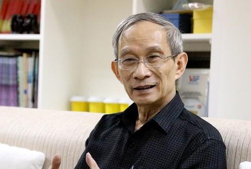 Thầy Khang chia sẻ ưu tiên chăm lo đời sống giáo viên và đảm bảo quyền lợi học sinh hơn bất cứ việc gì khác trong thời điểm cả nước chung tay chống dịch Covid-19