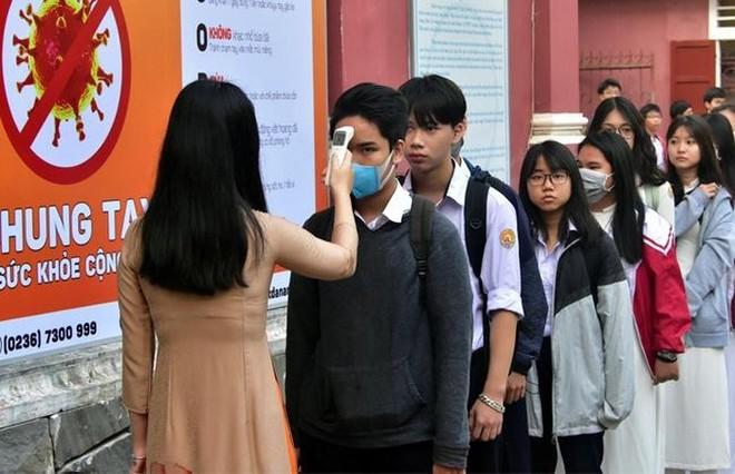Nhiều địa phương nhanh chóng tái lập chế độ kiểm soát tình trạng lây nhiễm Covid-19 trước kỳ thi tốt nghiệp THPT