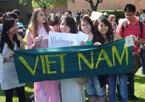 Bộ GD-ĐT thúc đẩy việc tiếp nhận du học sinh Việt Nam gặp khó khăn trong học tập vì Covid-19