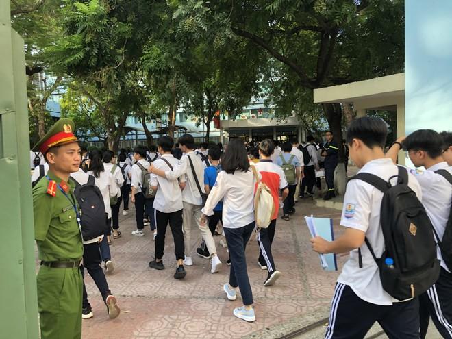 Sáng 17/7, Hà Nội chính thức thi tuyển sinh lớp 10 năm học 2020-2021