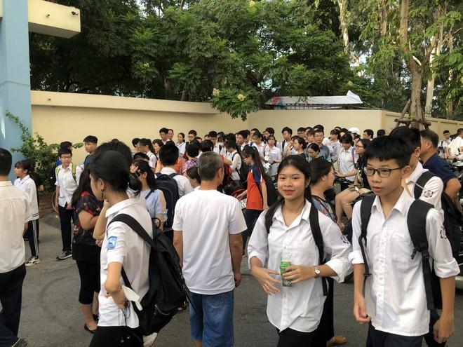 Gần 88.000 thí sinh Hà Nội đang hồi hộp chờ kết quả và điểm chuẩn thi vào lớp 10 năm học 2020-2021