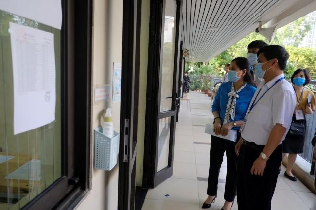 Hơn 860.000 thí sinh thi tốt nghiệp THPT môn đầu tiên trong trạng thái đề cao phòng Covid-19 ảnh 1