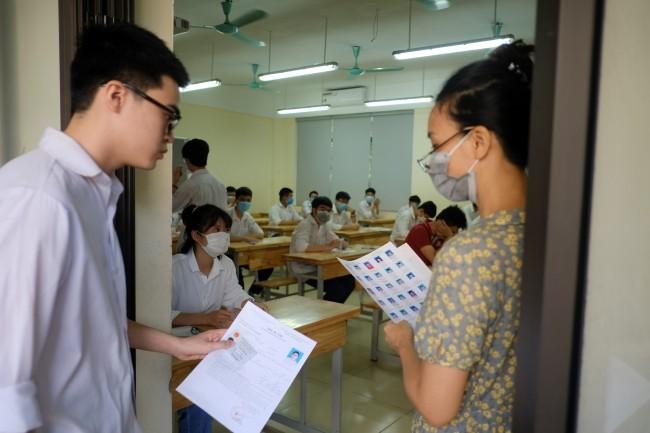 Hơn 860.000 thí sinh thi tốt nghiệp THPT môn đầu tiên trong trạng thái đề cao phòng Covid-19 ảnh 2