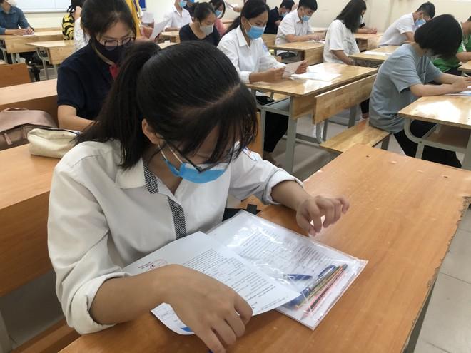 Hôm nay, thí sinh dự thi Ngoại ngữ và một trong hai tổ hợp khoa học tự nhiên hay xã hội