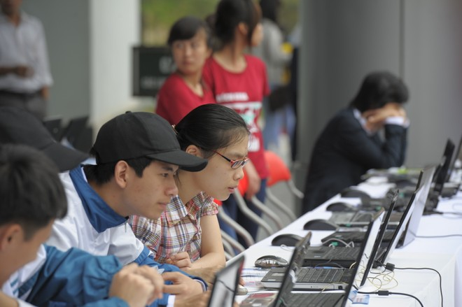 Hà Nội đẩy mạnh tuyển sinh trực tuyến đáp ứng mục tiêu giảm thủ tục hành chính và góp phần phòng chống lây lan dịch Covid-19 (ảnh minh họa)