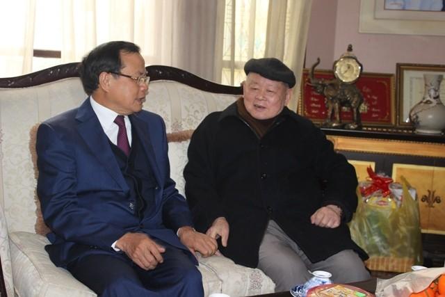 Bí thư Thành ủy Hà Nội thăm và chúc Tết các đồng chí nguyên lãnh đạo, các nhà khoa học, văn nghệ sĩ ảnh 2