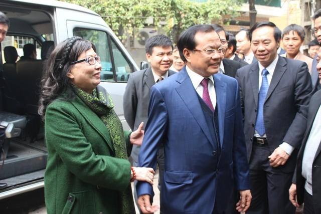 Bí thư Thành ủy Hà Nội thăm và chúc Tết các đồng chí nguyên lãnh đạo, các nhà khoa học, văn nghệ sĩ ảnh 7