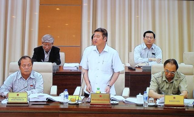 Các đại biểu Ủy ban thường vụ Quốc hội thảo luận về Bộ luật hình sự (sửa đổi) và Bộ luật tố tụng hình sự (sửa đổi) ngày 7-4