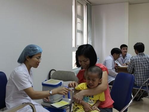 Tếp tục tăng cường công tác tiêm chủng mở rộng và tiêm vaccine dịch vụ