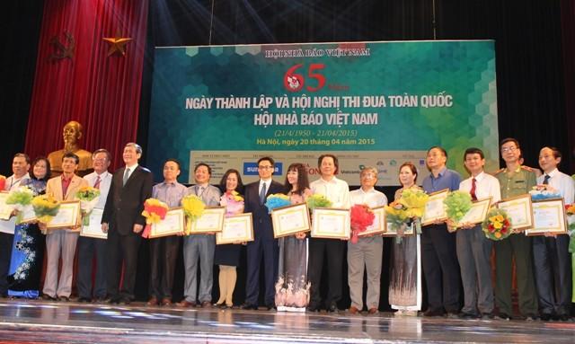 24 tập thể tiêu biểu giai đoạn 2010-2015 được tặng Bằng khen của Hội Nhà báo Việt Nam