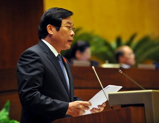 Bộ trưởng Bộ TT-TT Nguyễn Bắc Sơn đọc tờ trình dự thảo Luật Báo chí (sửa đổi)