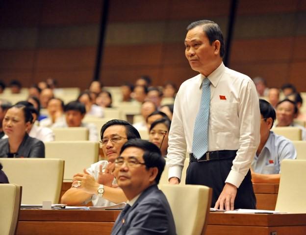Bộ trưởng Bộ Nội vụ Nguyễn Thái Bình trả lời chất vấn sáng 17-11 (Ảnh: Phú Khánh)