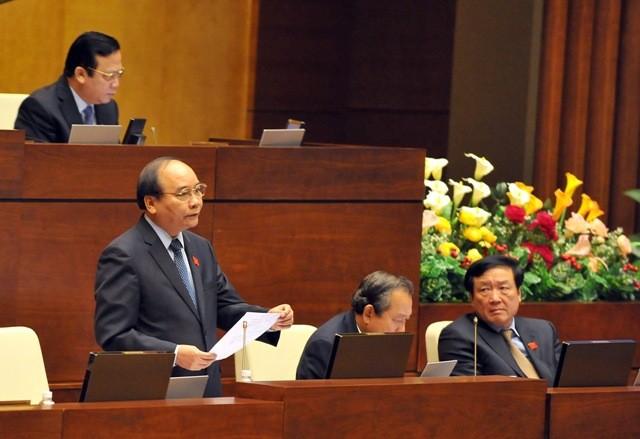 Phó Thủ tướng Chính phủ Nguyễn Xuân Phúc trả lời chấ vấn ĐBQH