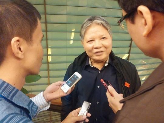 Bộ trưởng Bộ Tư pháp Hà Hùng Cường trao đổi với báo chí sáng 25-11