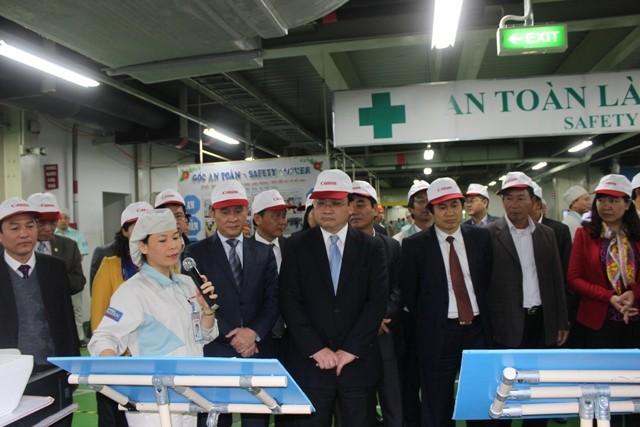 Bí thư Thành ủy Hà Nội thăm khu sản xuất của Công ty TNHH Canon Việt Nam