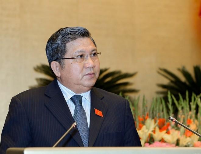 Chủ nhiệm Ủy ban Kinh tế của Quốc hội Nguyễn Văn Giàu trình bày báo cáo thẩm tra