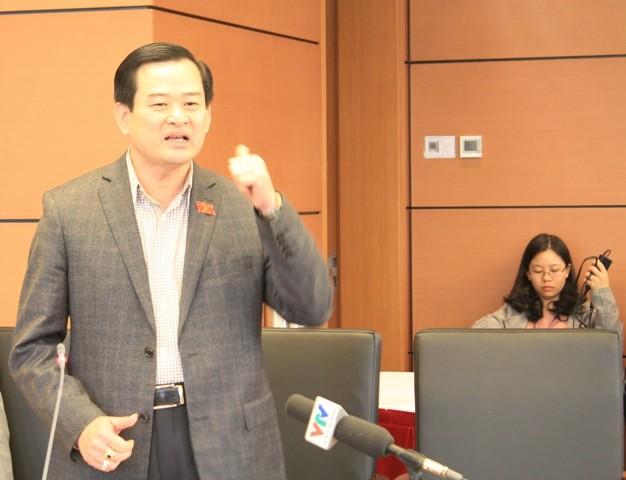 ĐBQH Nguyễn Đình Quyền phát biểu tại tổ ĐBQH TP Hà Nội sáng 23-3