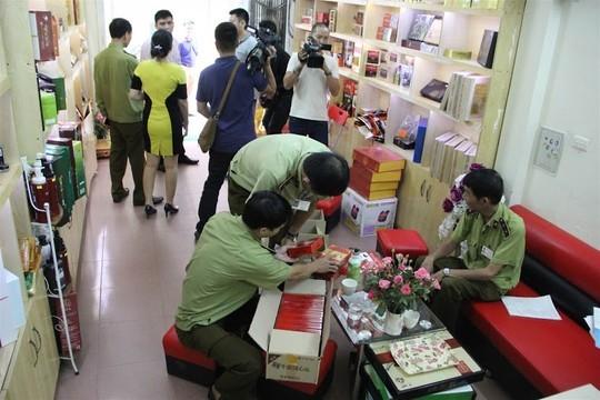 Cơ quan chức năng tiến hành kiểm tra tại một cơ sở sản xuất TPCN