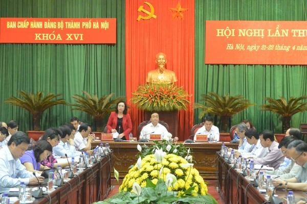 Phó Bí thư Thường trực Thành ủy Hà Nội Ngô Thị Thanh Hằng điều hành phiên thảo luận về Chương trình số 01 của Thành ủy, sáng 21-4