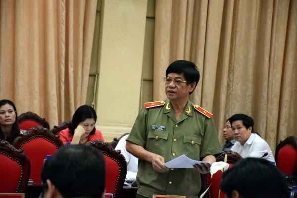 Thiếu tướng Đoàn Duy Khương, Giám đốc CATP Hà Nội phát biểu tại hội nghị sáng 22-4