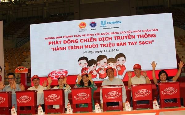 Bộ trưởng Bộ Y tế Nguyễn Thị Kim Tiến, Thứ trưởng Bộ GD-ĐT Nguyễn Thị Nghĩa,