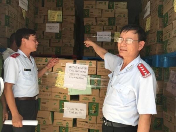 Thanh tra Bộ Y tế kiểm tra lô hàng C2 vi phạm trước khi tiến hành tiêu hủy