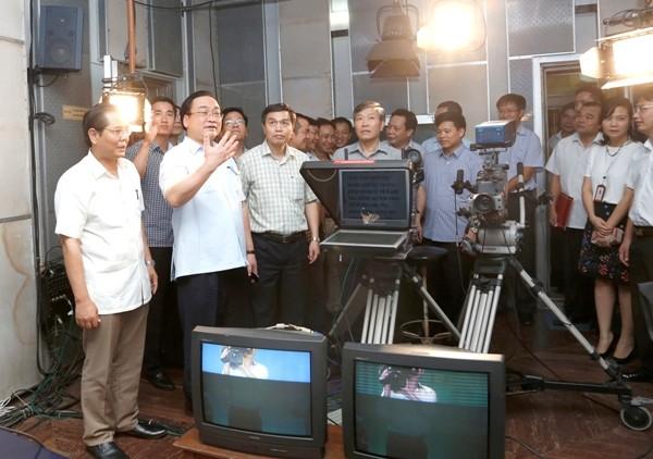 Bí thư Thành ủy Hoàng Trung Hải thăm Đài Phát thanh- Truyền hình Hà Nội