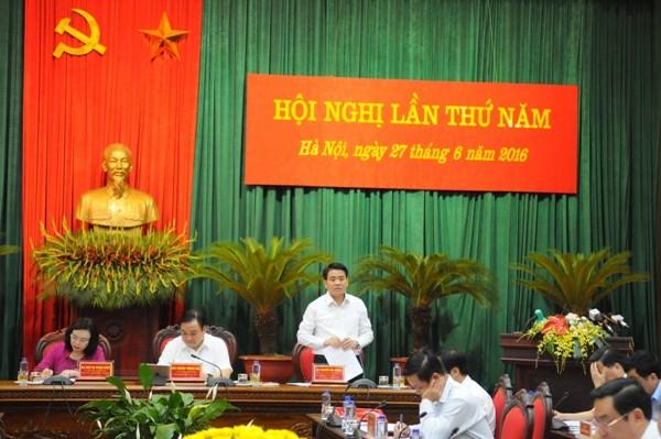 Chủ tịch UBND TP Nguyễn Đức Chung giải đáp một số vấn đề mà các đại biểu nêu ra