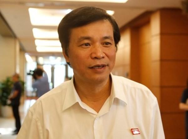 Tổng thư ký Quốc hội Nguyễn Hạnh Phúc trả lời báo chí tại nhà Quốc hội