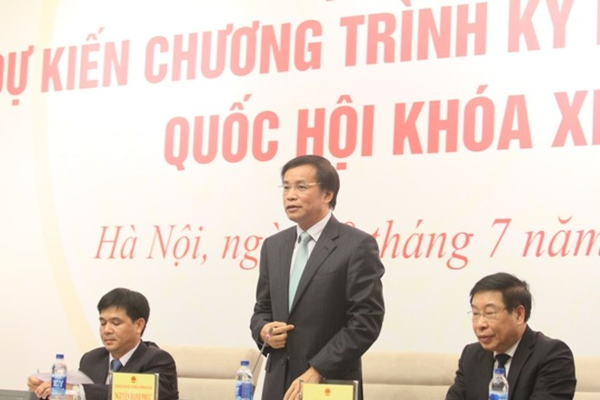 Tổng thư ký Quốc hội Nguyễn Hạnh Phúc chủ trì buổi họp báo (Ảnh: Thuần Thư)