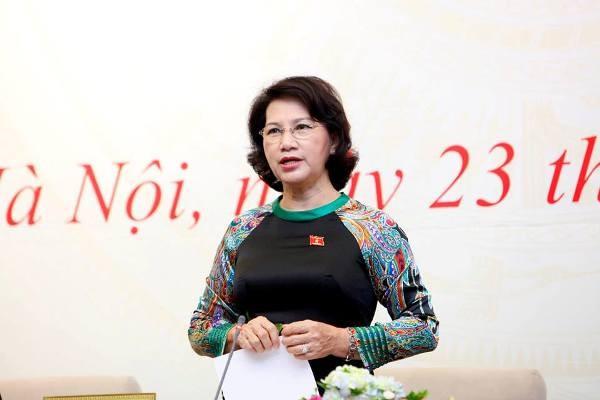 Chủ tịch Quốc hội Nguyễn Thị Kim Ngân trao đổi với báo chí tại buổi họp báo sáng 23-7