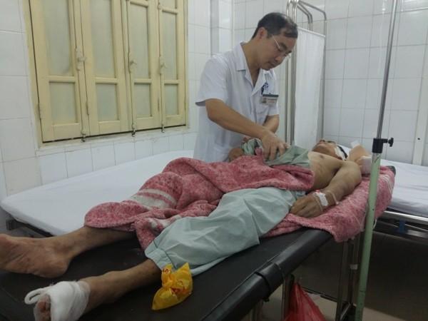 Giám đốc Bệnh viện Xanh Pôn Nguyễn Đình Hưng trực tiếp xuống thăm khám bệnh nhân