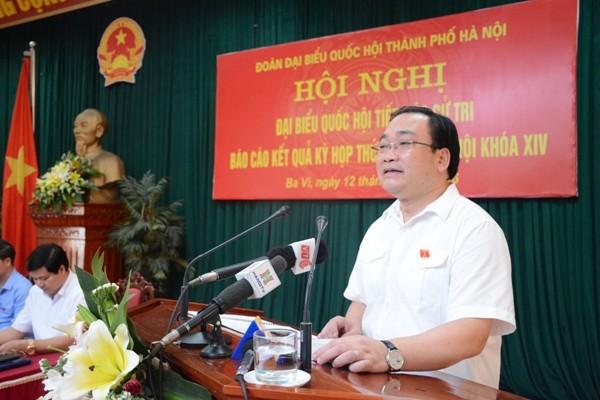 Bí thư Thành ủy Hà Nội Hoàng Trung Hải trao đổi với cử tri huyện Ba Vì