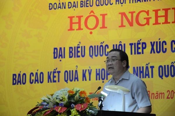 Bí thư Thành ủy Hoàng Trung Hải trao đổi với cử tri huyện Thạch Thất