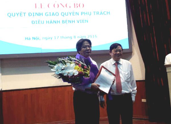 Thứ trưởng Bộ Y tế Nguyễn Viết Tiến chúc mừng GS.TS Trần Bình Giang