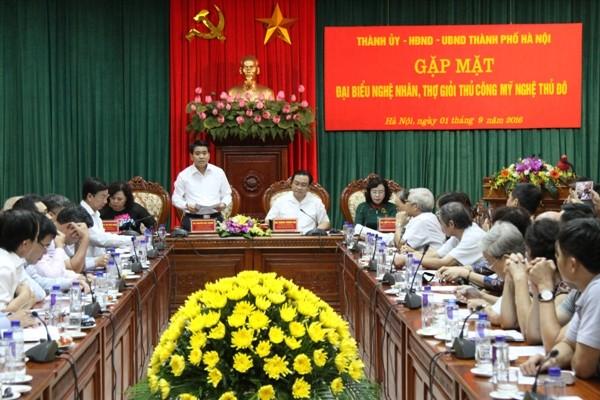 Chủ tịch UBND TP Nguyễn Đức Chung phát biểu tại buổi gặp mặt các nghệ nhân