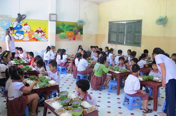 Phải kiên quyết đảm bảo ATTP tại các bếp ăn trường học
