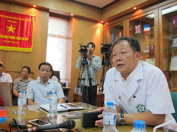 TS Dương Đức Hùng thay mặt Bệnh viện Bạch Mai gửi lời xin lỗi nhân dân