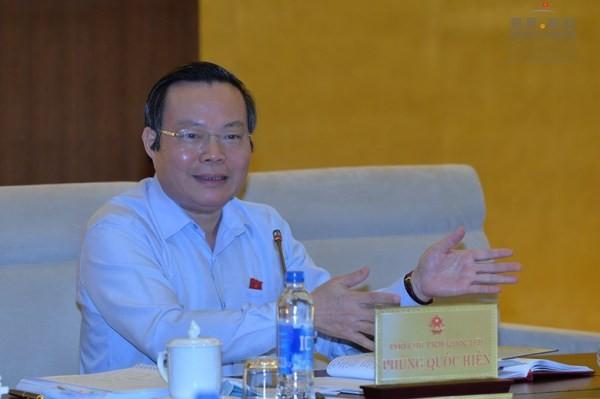 Phó Chủ tịch Quốc hội Phùng Quốc Hiển phát biểu tại phiên họp