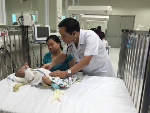 Điều trị bệnh nhân tại Bệnh viện Nhi Trung ương