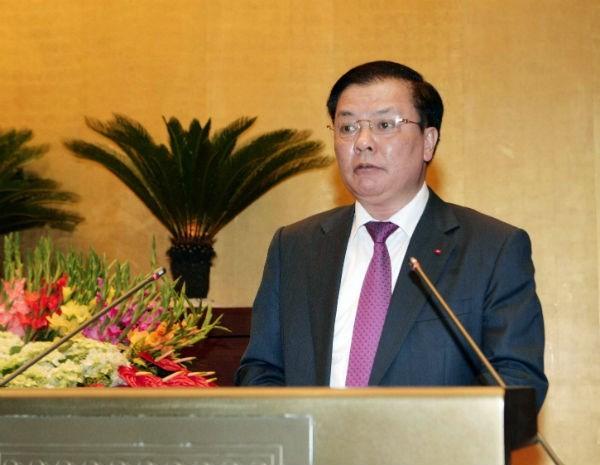 Bộ trưởng Bộ Tài chính Đinh Tiến Dũng báo cáo trước Quốc hội