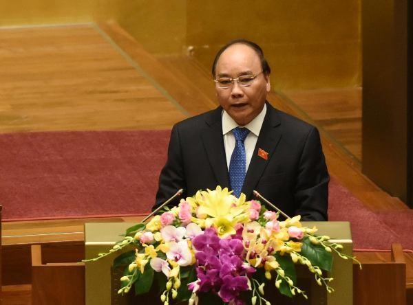 Thủ tướng Chính phủ Nguyễn Xuân Phúc trình bày báo cáo tại Quốc hội