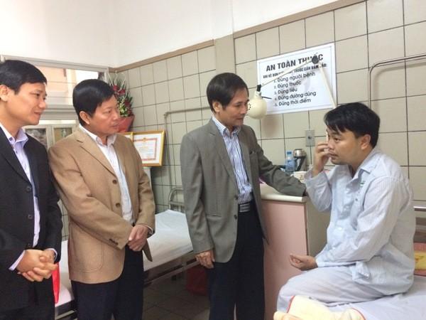Trưởng Ban Nội chính Thành ủy Hà Nội hỏi thăm sức khỏe Thiếu tá Nguyễn Hoài Sơn
