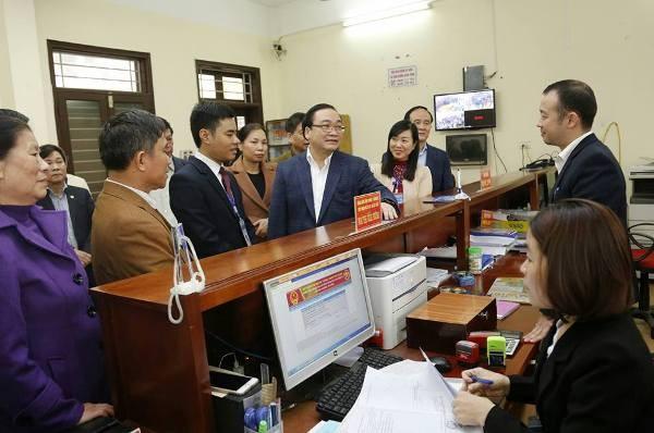 Trước buổi làm việc, Bí thư Thành ủy Hoàng Trung Hải đã kiểm tra công tác